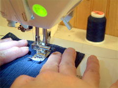 ミシンに合わせてテンポよく縫いましょう。